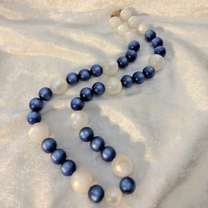 Jewelry - Vintage Moonglow Beaded Necklace